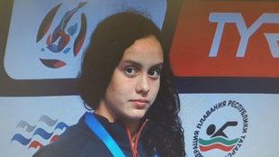 Alba Vázquez campeona y plusmarquista de los 400 estilos junior