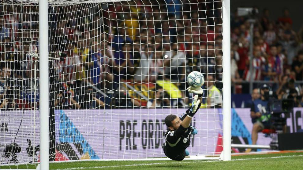 David Soria en el momento del penalti parado a Morata.