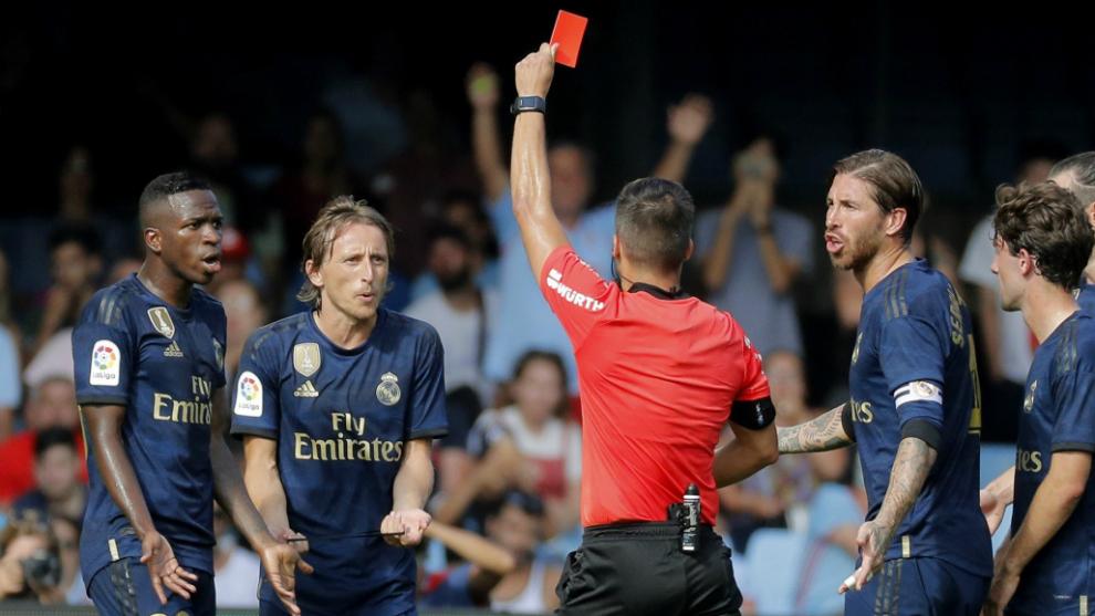 Momento de la expulsión a Modric en el partido contra el Celta de la...