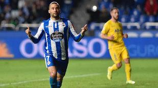 Quique González celebra un gol con el Dépor.