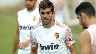 Salva Ruiz, en un entrenamiento con el Valencia.
