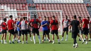 Los jugadores del Almería en un entrenamiento de pretemporada.
