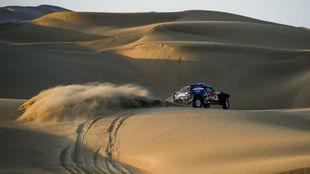 Sainz, sobre el Mini Buggy en el Dakar 2019.