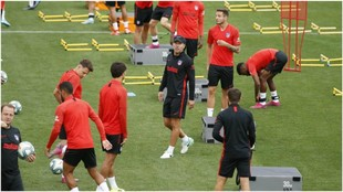 Diego Simeone during the training session.