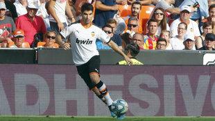 Carlos Soler, durante el partido ante la Real Sociedad.