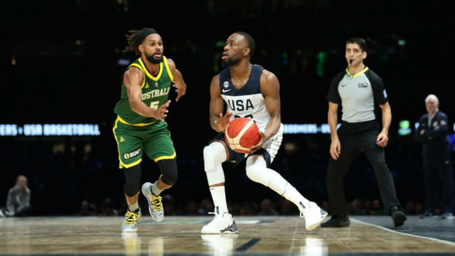 Kemba Walker defendido por Patty Mills