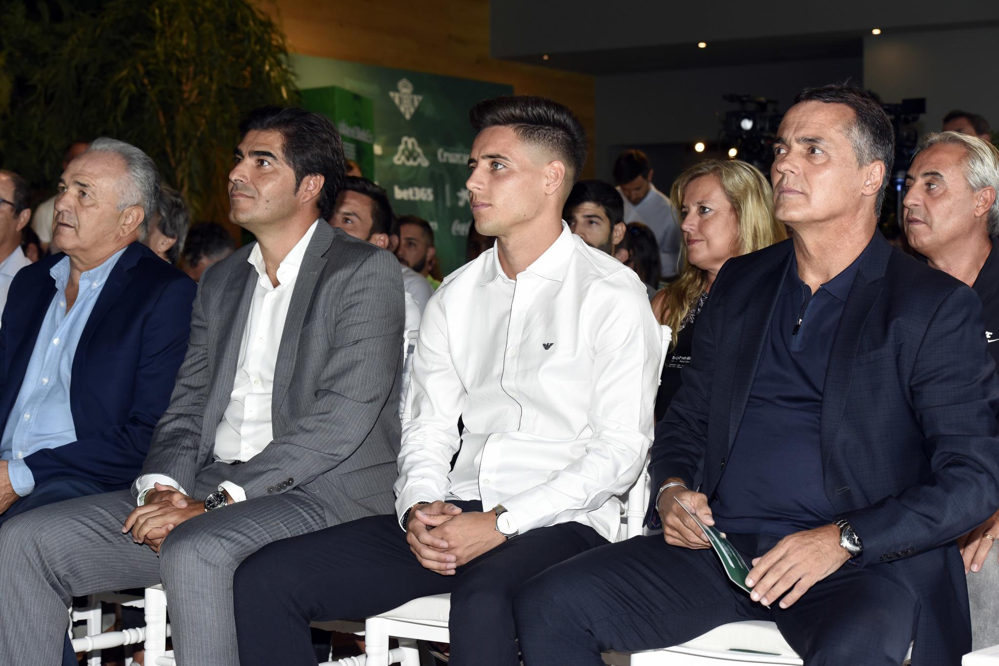Álex Moreno, junto a Haro, Gordillo y Alexis
