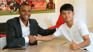 Kubo, durante la firma de su contrato con en Mallorca.