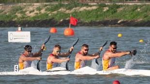 El equipo español de K4 500, en acción en Szeged