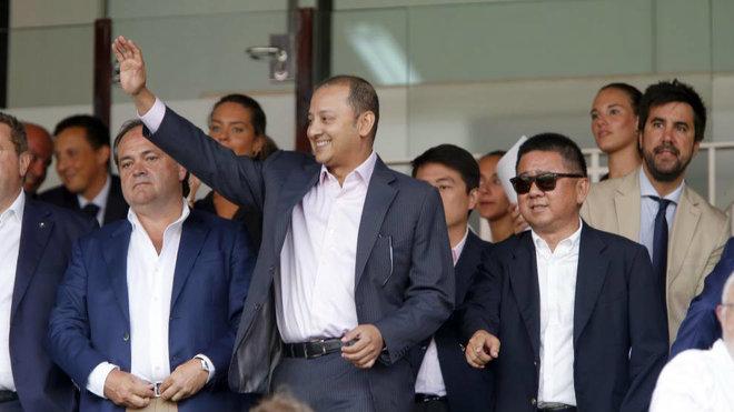 Anil Murthy y Kim Koh, en el palco de autoridades de Mestalla.