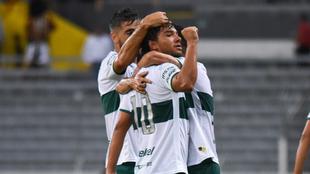 Emmanuel Hernández en festejo de gol.