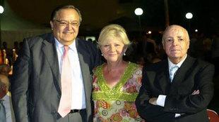José Gallardo (derecha), junto a su esposa y a Eduardo Herrera en una...