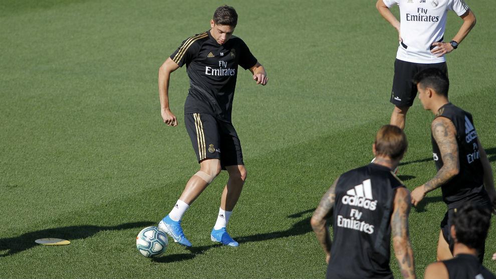 Valverde, con una protección en la rodilla derecha, en el...