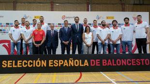 Foto de familia en la despedida de la Selección por parte de Pedro...