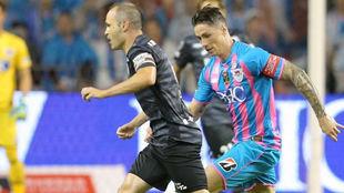 Andrés Iniesta y Fernando Torres durante el partido