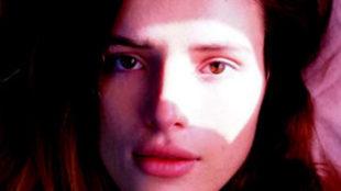 Bella Thorne sorprende con unas fotografías en las que aparece...