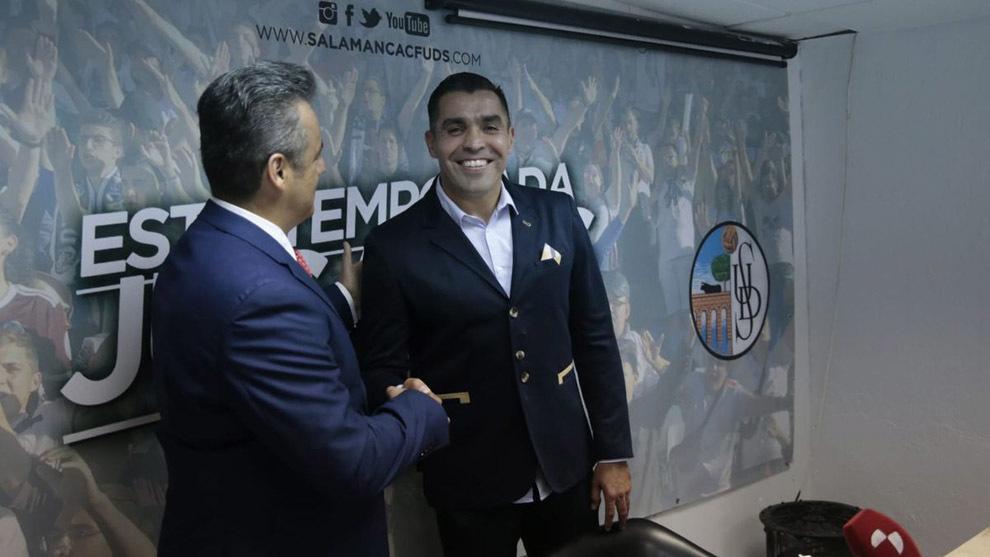 El ex árbitro Chiquimarco dura ¡tres días! en el banquillo del Salamanca