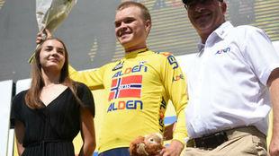 Tobias Foss viste de amarillo 24 horas antes del final del Tour del...
