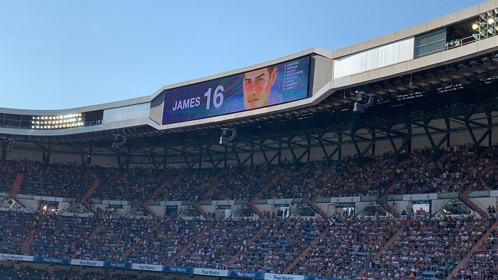 The Bernabeu faithful was happy to see James' face on the big screen.