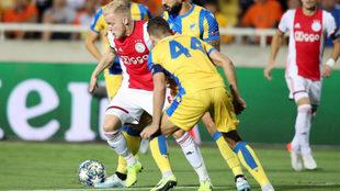 Van de Beek, ante el APOEL.