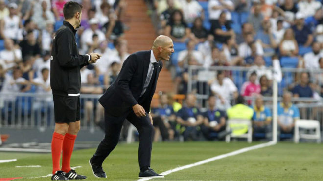Zidane barks his orders Valladolid.