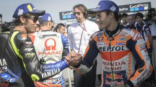 Márquez guiña el ojo a Rossi.
