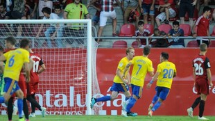 Alex Fernández celebrando el gol de penalti