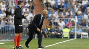 Zidane, durante el partido ante el Valladolid.