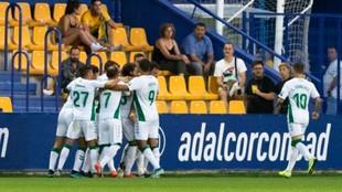 El Elche celebrando el segundo gol