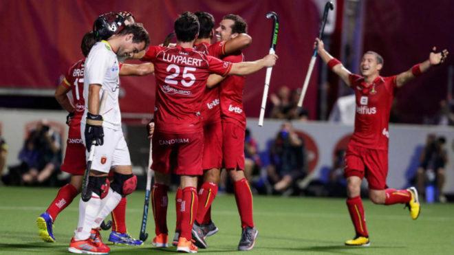 Los jugadores belgas celebran uno de sus goles.