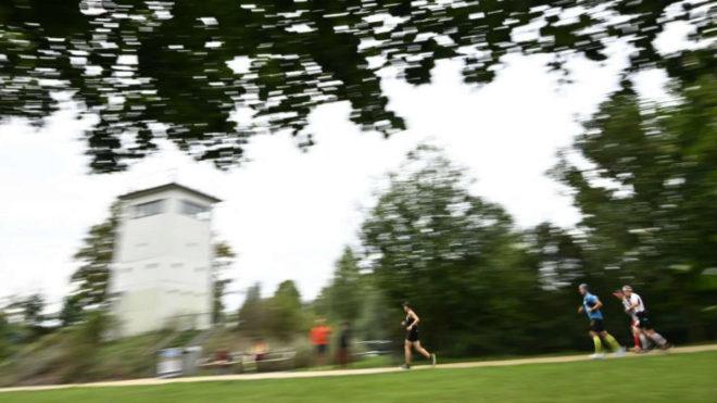 Atletas participan en el maratón homenaje a los caídos al intentar...