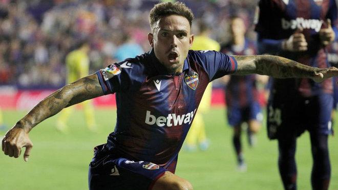 Roger celerba un gol ante el Villarreal.