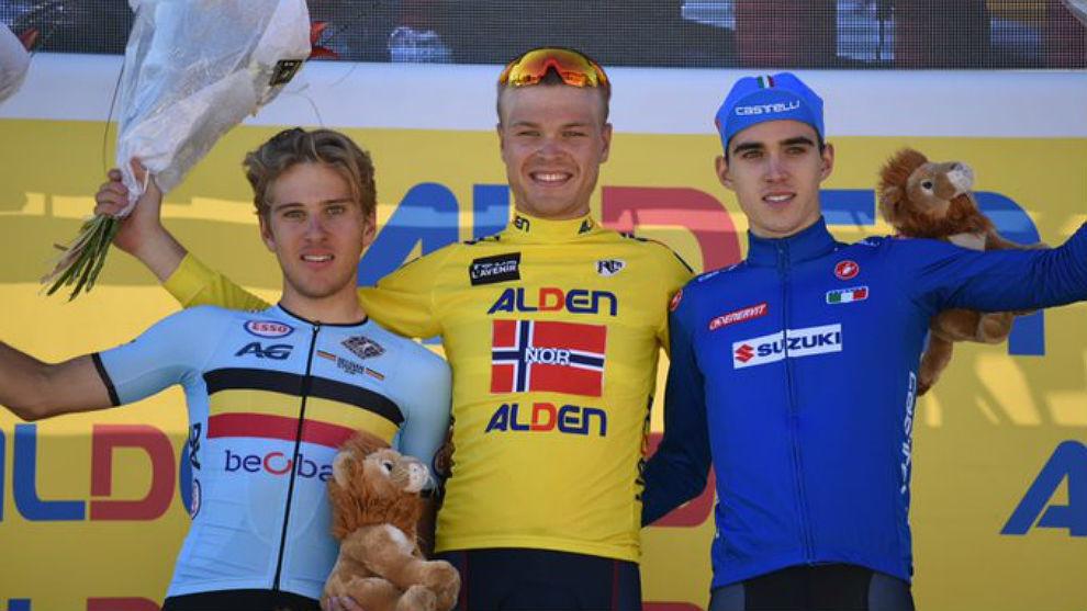 El noruego Foss, junto con el italiano Aleotti y el belga Van Wilder...