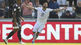 Borja Bastón celebra su gol al Birmingham City.
