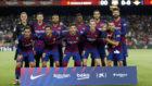Los jugadores del Barcça, posando para la foto oficial previa al...