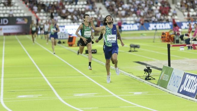 Fernando Carro, a su llegada en la prueba de 3.000 metros