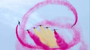 La Patrulla Águila durante el festival aéreo con motivo del 75...