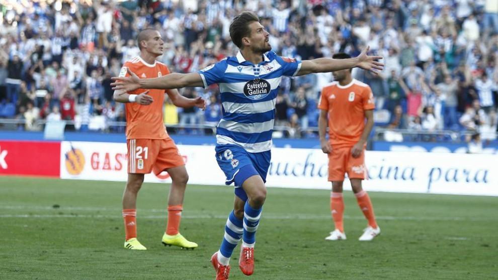 Christian Santos celebra su primer gol de la temporada 2019-20