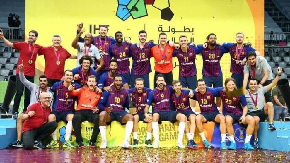 La plantilla del Barcelona celebra el título de la Super Globe 2018 /