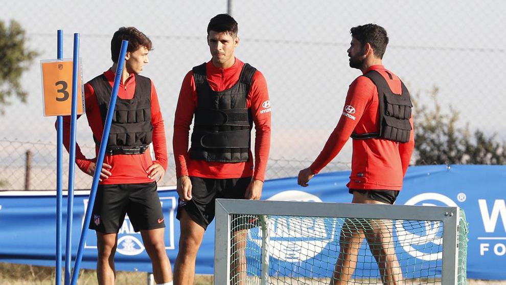 Joao Félix, Morata y Costa durante un entrenamiento.