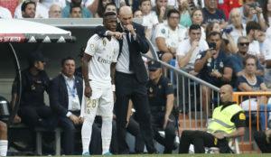 Zidane y Vinícius, antes de que entrara ante el Valladolid