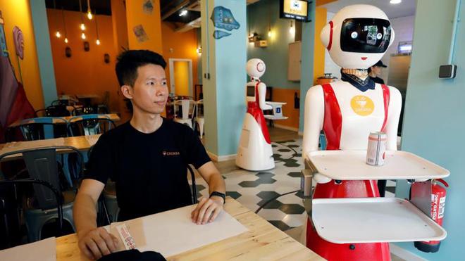 Un nuevo restaurante con camareros robot en Valencia.