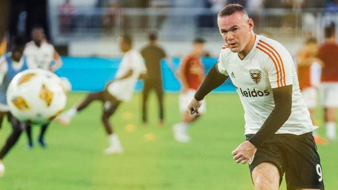 Wayne Rooney podría enfrentar a La Franja