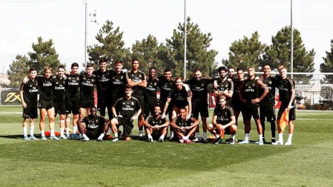 Los jugadores del Real Madrid posan en Valdebebas.
