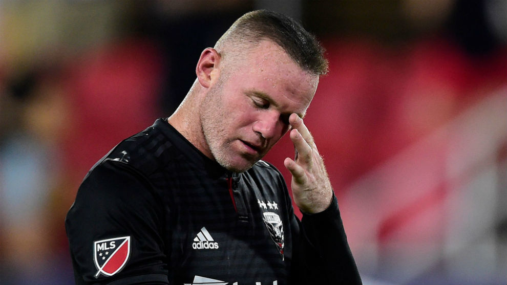 Wayne Rooney issues statement calling newspaper article 'a smear'