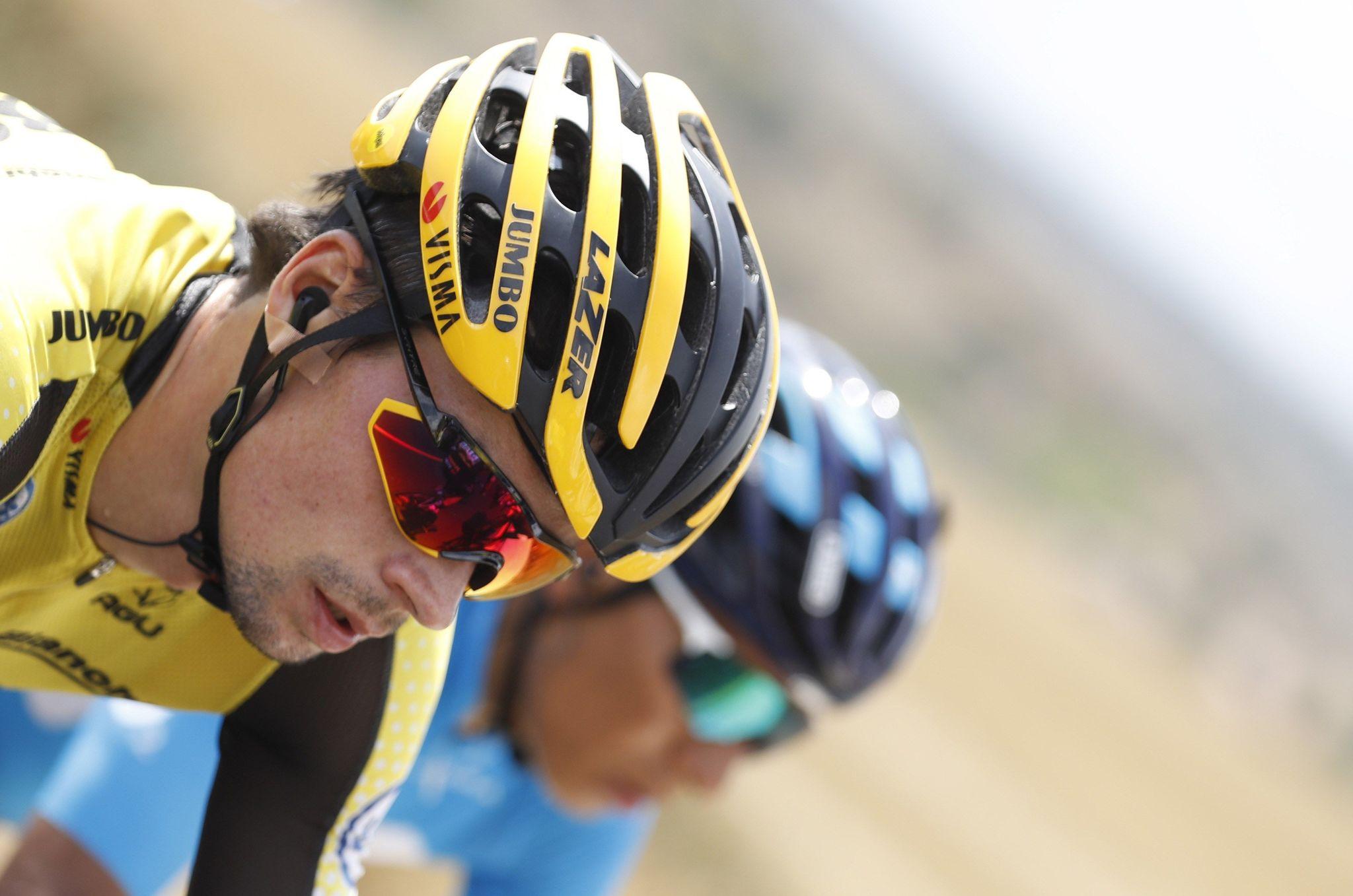 GRAF2792. VILLAFRANCA DEL CID (CASTELLÓN), 29/08/2019.- El ciclista eslovaco del equipo Jumbo Visma, Primo Roglic (i), y el colombiano del equipo Movistar, Nairo Quintana, ruedan junto al pelotón durante la sexta etapa de la <HIT>Vuelta</HIT> a España 2019, con salida en la localidad turolense de Mora de Rubielos y meta en la castellonense de Ares del Maestrat, con un recorrido de 198,9 kilómetros, en una jornada en la que el colombiano Rigoberto Urán y el británico Hugh Carthy, del EF Education First, asi como el español Víctor de la Parte (CCC), han sido los principales perjudicados de una caída masiva en el pelotón y se han visto obligados a abandonar. EFE/ Javier Lizón