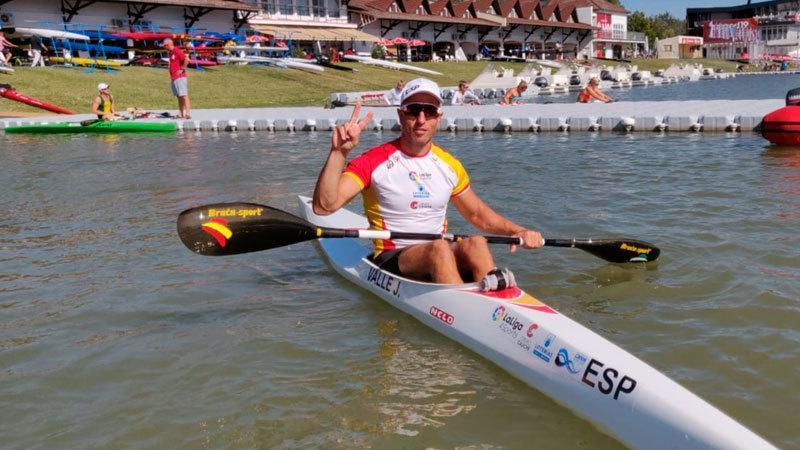 Juan Antonio Valle posa en Szeged (Hungría) tras su clasificación...