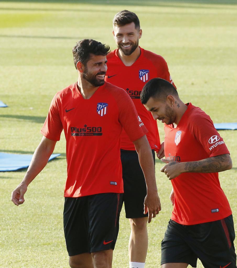 Correa junto a Costa y Felipe en un entrenamiento
