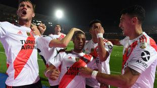 Con un golazo de De la Cruz, River avanza y enfrentará a Boca en...