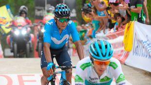 Nairo Quitana entrando a meta por detrás de Miguel Ángel López.
